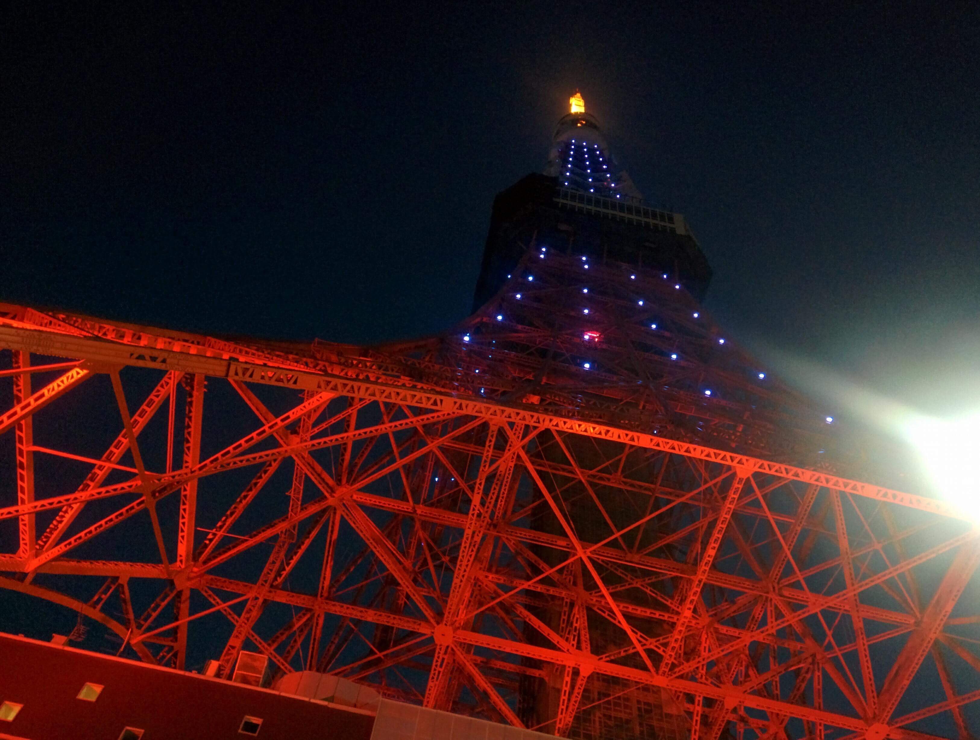 東京タワーのブルーライトアップ「世界自閉症啓発デー」