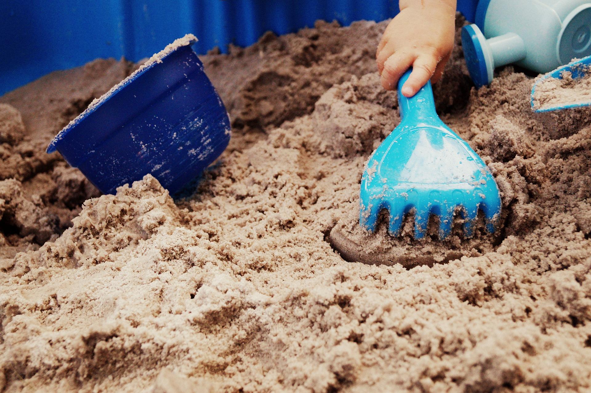 砂遊びで子どもの成長を