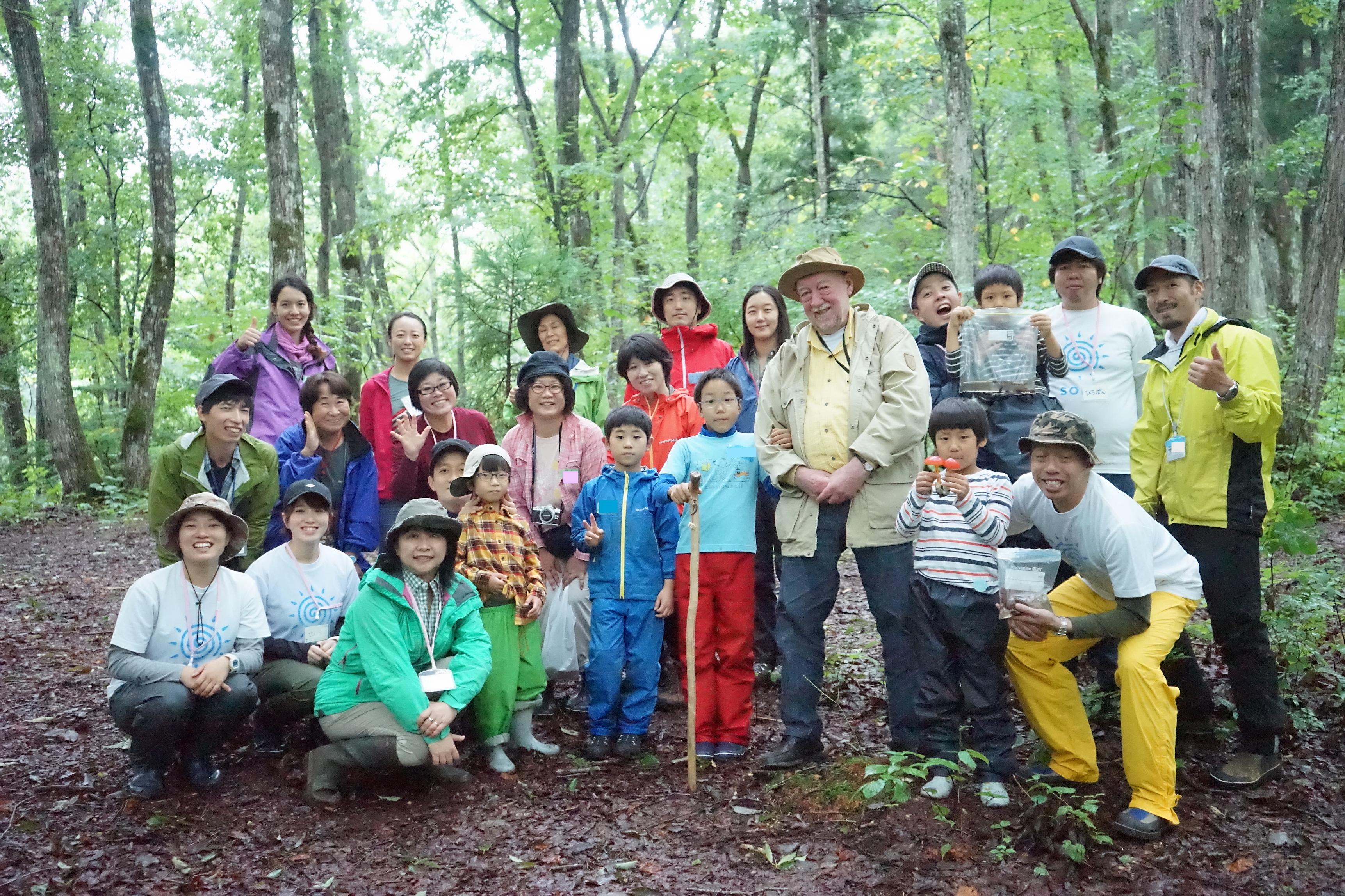 アファンの森でC.W.ニコルと発達障害児の研究ツアー