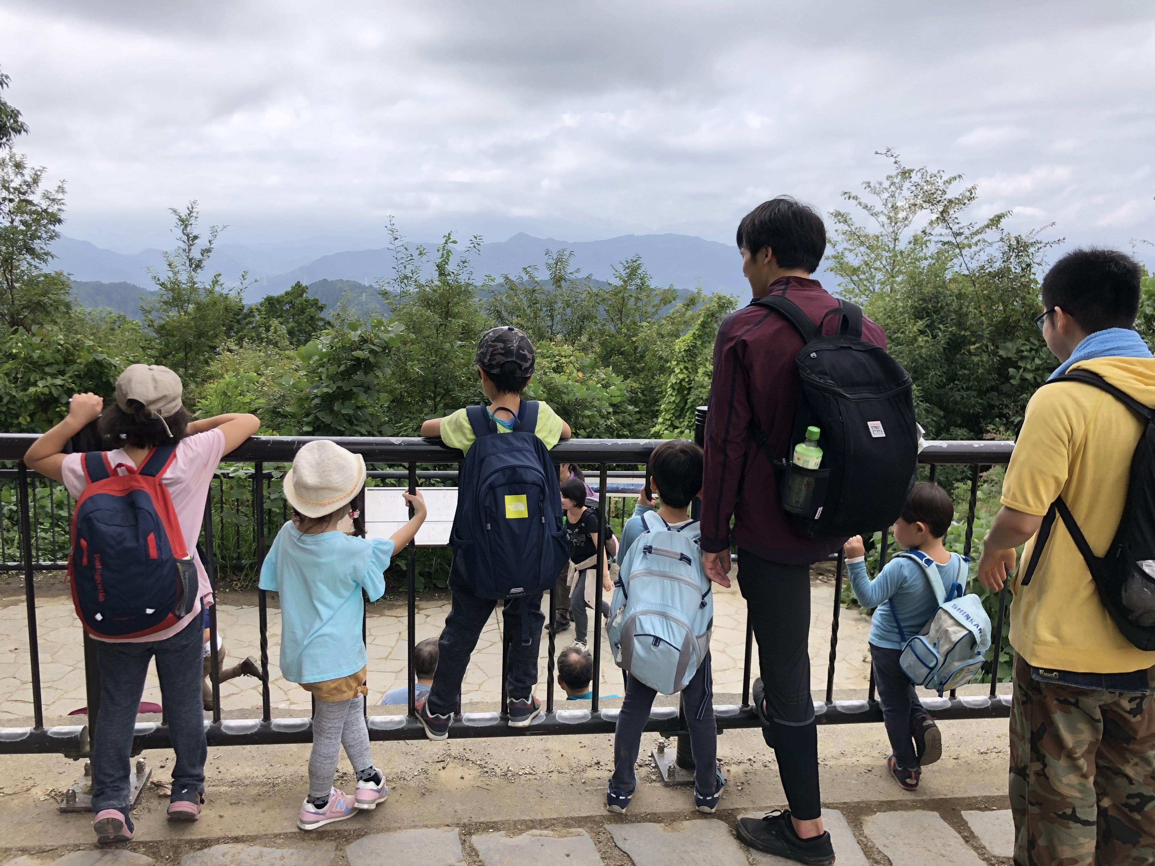 発達障害の子どもたちと療育で山にハイキングに行きました。