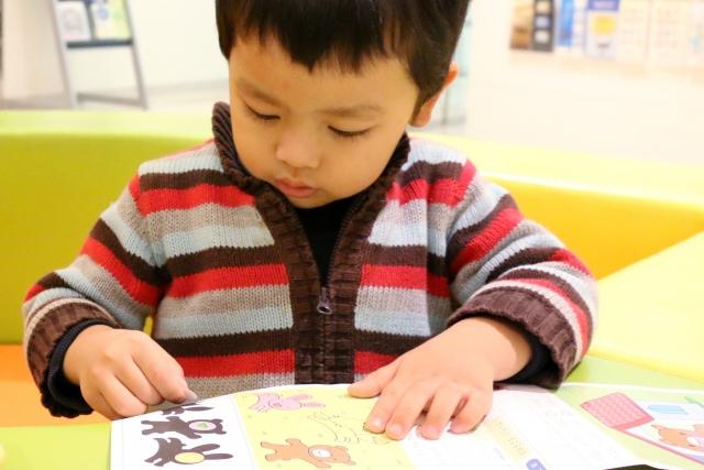 言葉の遅れや運動機能の発達の遅れが気になる子どもに対する療育の風景