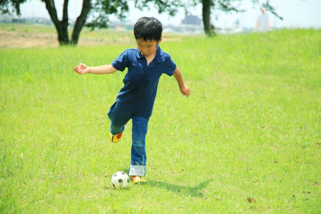 サッカーをする発達障碍児